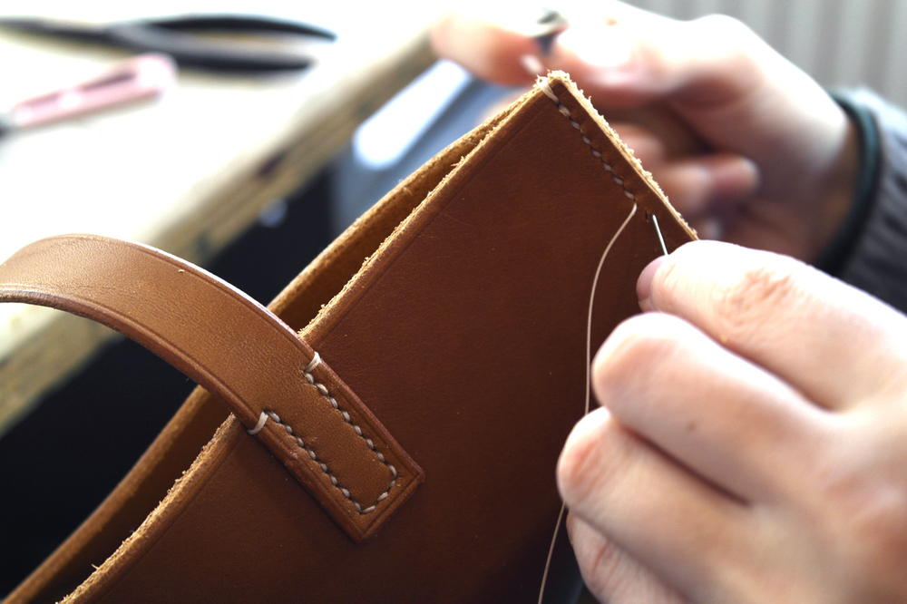 3.BillAmbergStudio-Handstitching close-up-pouch.JPG