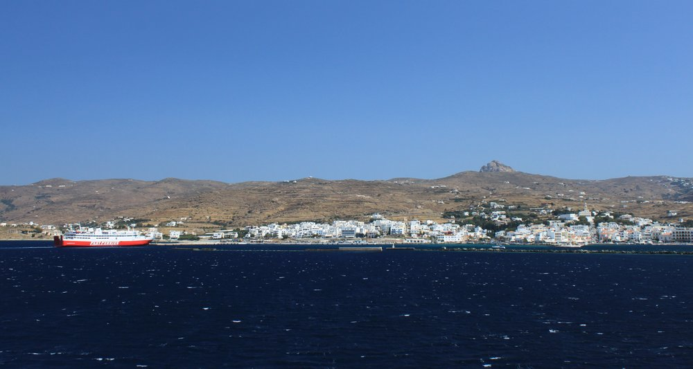 Leaving the island of Tinos, headed off to Mykonos.
