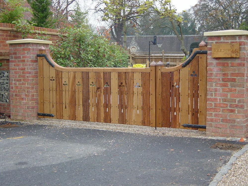 1 Front gate.JPG