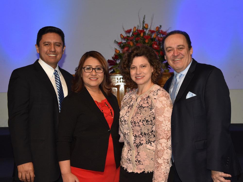Pastor Omar Grieve y Nessy Pittau-Grieve con el pastor Carlos y Alma Acosta