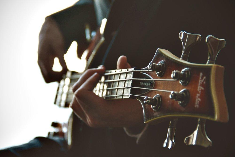 guitarist-1031087_1920.jpg