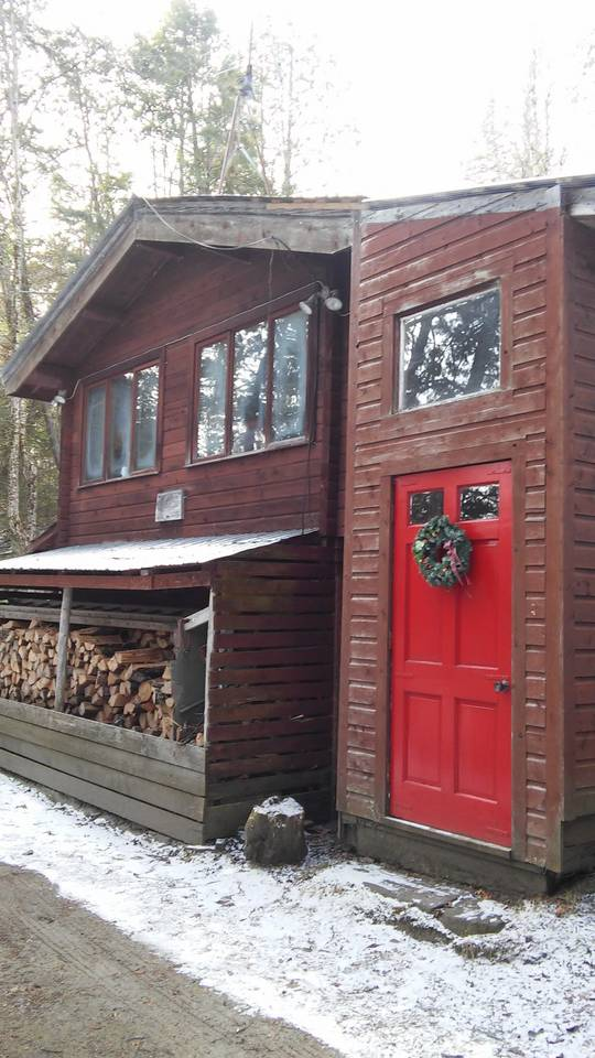 Lakefront Cabin - Location: CraftsburyDistance: 1.7 milesSleeps 4, 1 BRPrice: $140/nightAirbnb