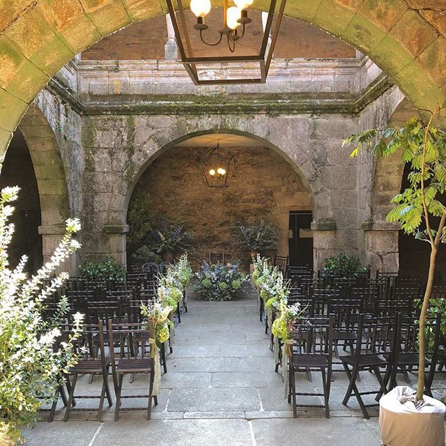 reminiscing back to Saturday....where I attended the wedding of my best friend....a perfect day from start to finish • • • #wedding #venue #spain #weddingplanner #perfectday #spanishfood #hydrangea #eucalyptus #beautiful #ceremony