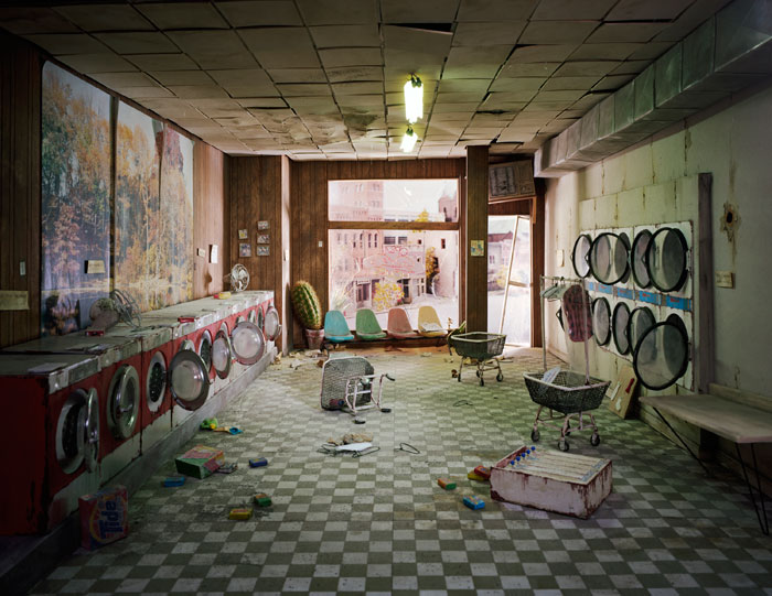 Lori Nix http://www.lorinix.net/the_city/index.html Abandoned worlds