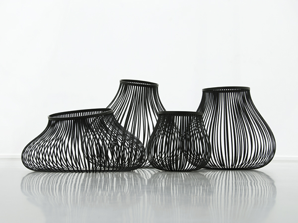 Very cool containers by Laetitia Florin. http://www.laetitiaflorin.ch/html/bidum_film.html