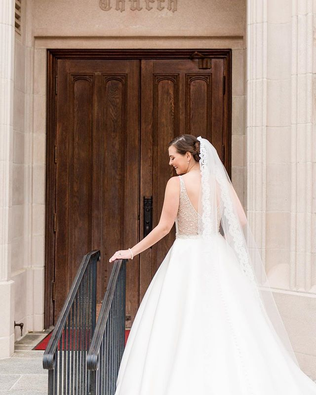 Such a beautiful bride! #wedding #engagement #engagementphotography #gainesvillephotographer #jacksonvillephotographer #weddingphotography #engaged #wedding #theknotflorida #greenweddingshoes #stylemepretty #destinationwedding #junebugweddings