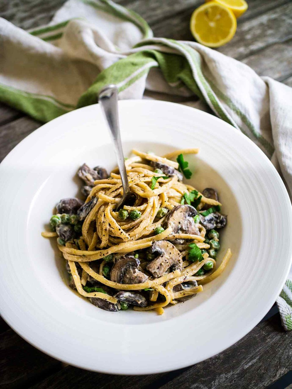 Creamy Mushroom Linguine | Discover Delicious | Vegan Food Blog | www.discoverdelicious.org