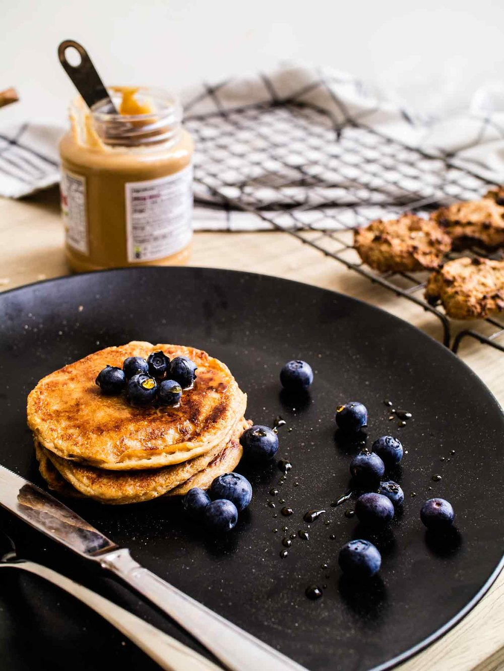 Peanut, oat, banana pancakes | 4 peanut butter recipes, 4 ingredients each! | www.discoverdelicious.org | vegan food blog