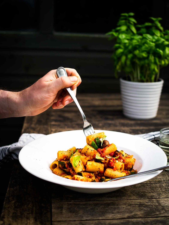 Summery Vegetable Rigatoni -delicious light vegan pasta recipe w/tomato lentil sauce || #summer #zucchini #mushroom #vegetarian #recipes