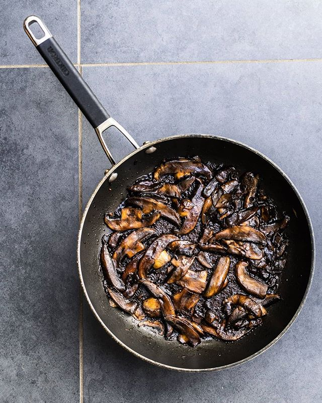 Hoisin Portobello Mushrooms🍄🔥🍄🔥🍄 --Cut 1kg mushrooms into thick strips --Cook down for 15 minutes in 2tbsp oil until all their water has evaporated and they have shrunk --Add 1/2 thumb chopped ginger, fry 5 more minutes --Add 1/4 cup hoisin sauce + 2tbsp rice vinegar and cook 5 more mins till sticky 👌 --  I filled wraps with these mushrooms along with carrot, cucumber and spring onions! - - - #mushrooms #mushroom #hoisin #chinese #chinesefood #portobello #cheffin #cooking #instarecipe #vegan #veganfoodporn #whatveganseat #veganeats #veganfood