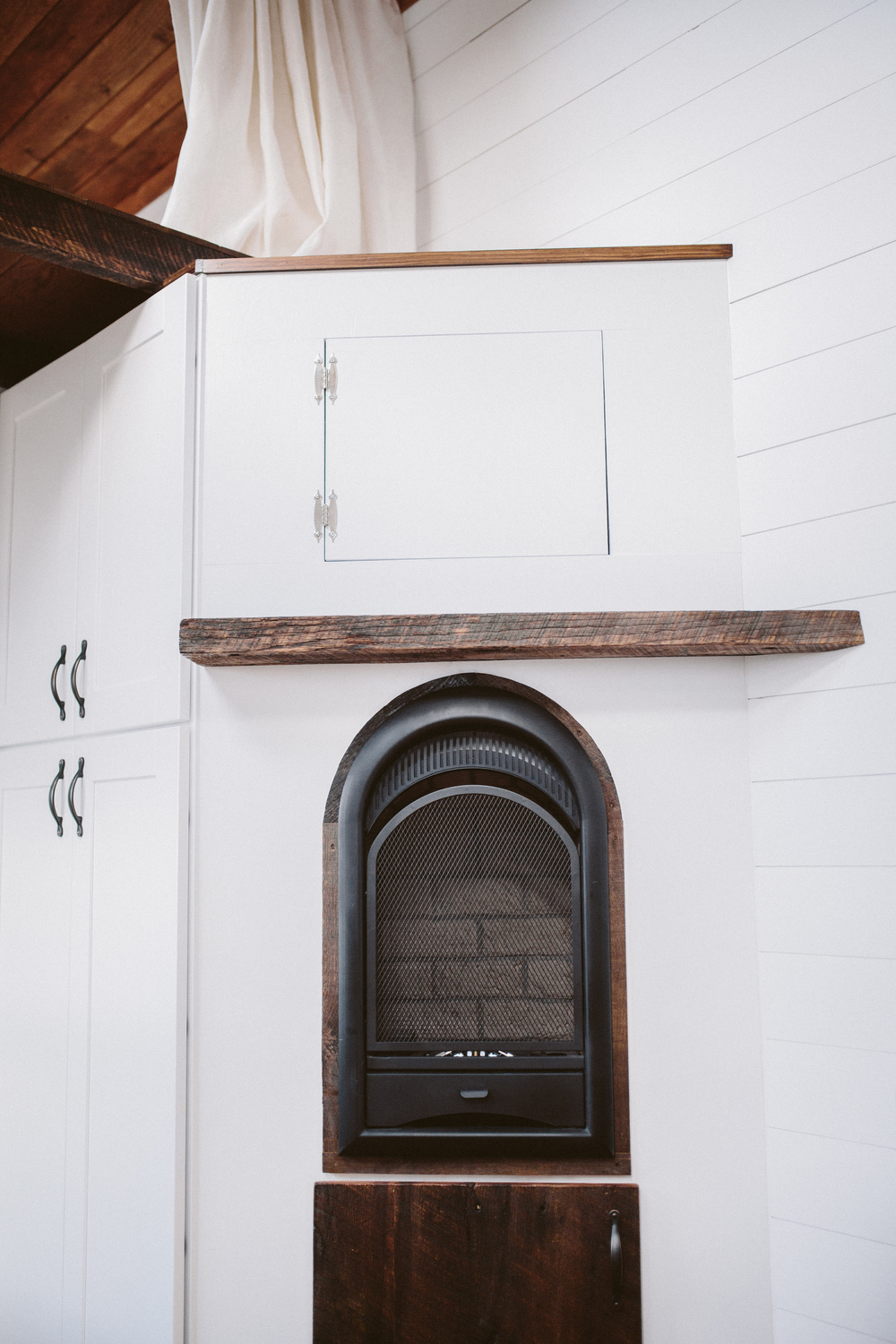 The Mayflower - Fireplace with storage, full wardrobe to the left