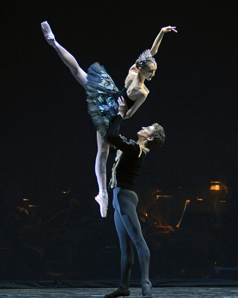 Black Swan pas de deux. Photo by Dave Morgan.  Jeanette Kakareka and Daniele Silingardi of English National Ballet.