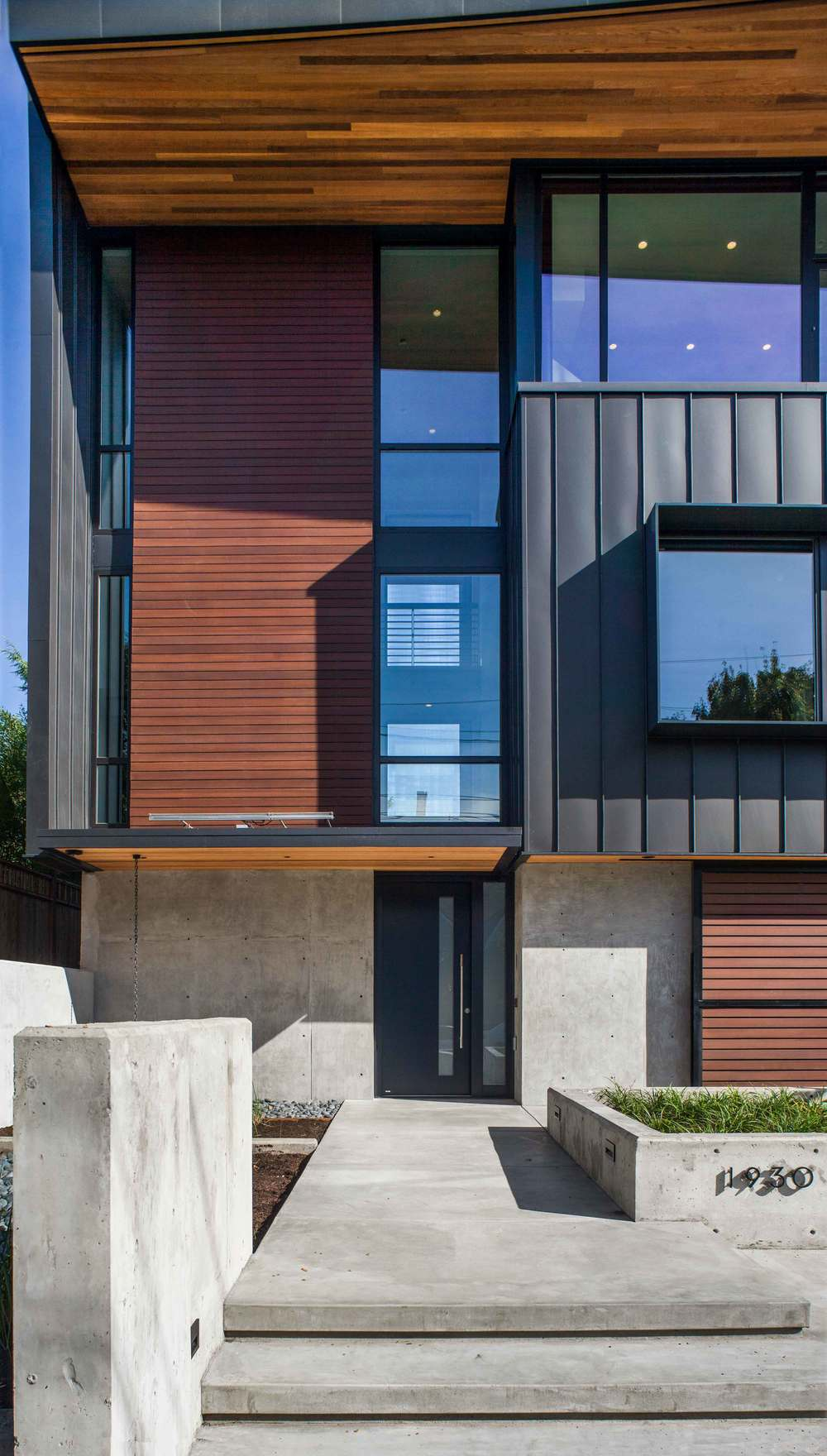 New-Century Modern, SE Portland<br><br><em>- Scott | Edwards Architecture -</em>