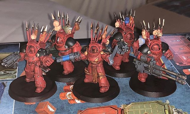 40k era word bearers. Just finished base paint, minor finishing and basing and will call these guys ready for the table.