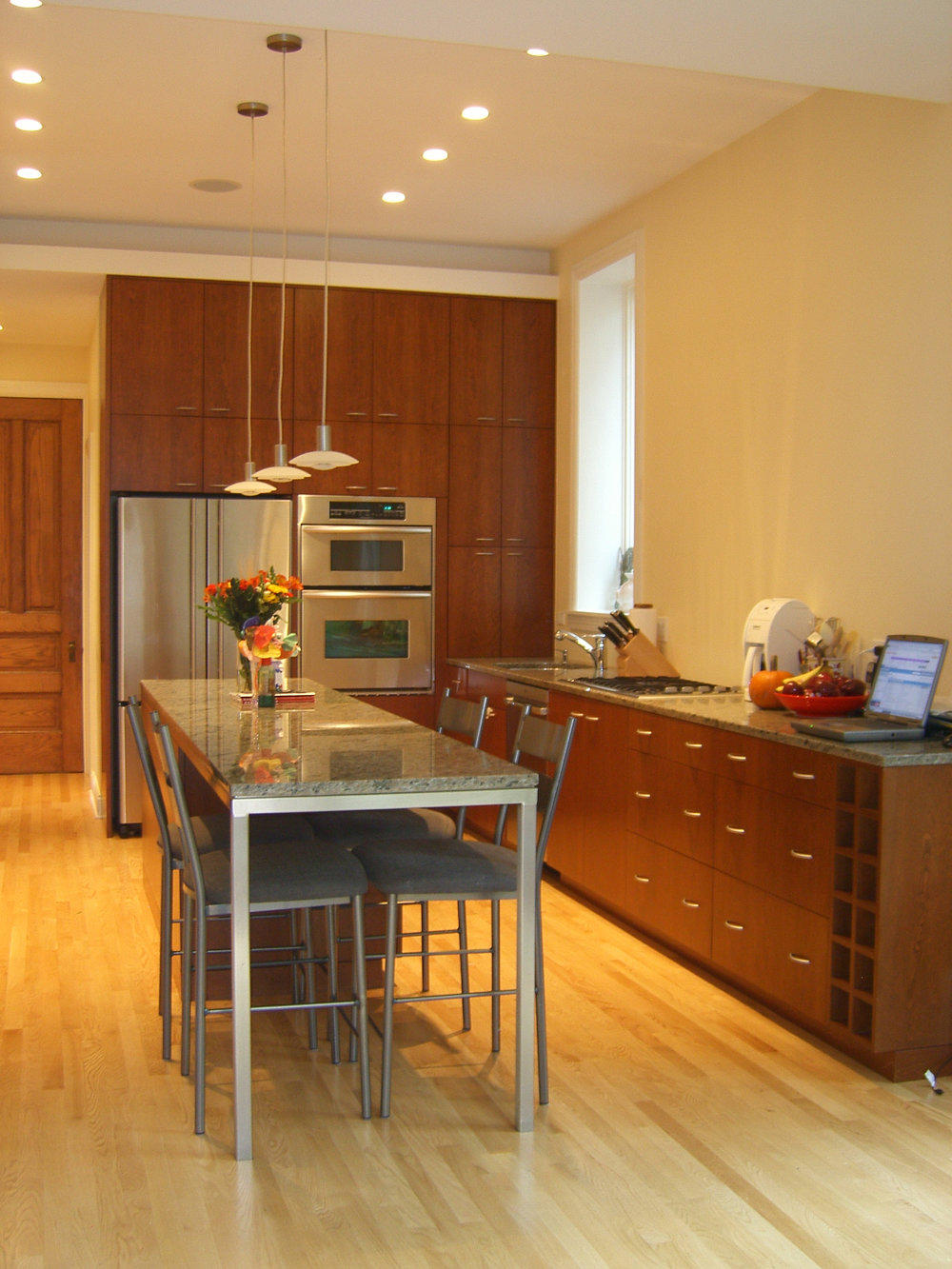 Fullerton_Parkway_Residence_Interior_Kitchen_View_South.jpg