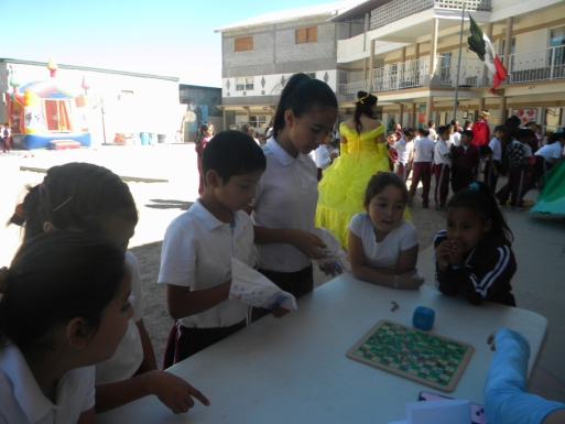 Students enjoying Dia del Nino