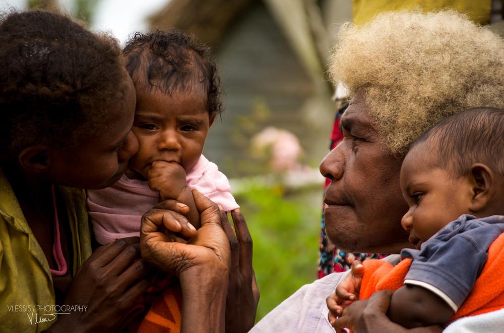 Vanuatufamily (1 of 1).jpg