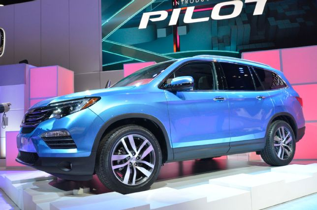2016-honda-pilot-front-three-quarter-03.jpg