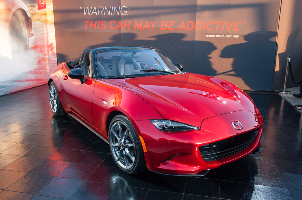 2016-mazda-mx-5-miata-live-reveal-front-three-quarters-04.jpg