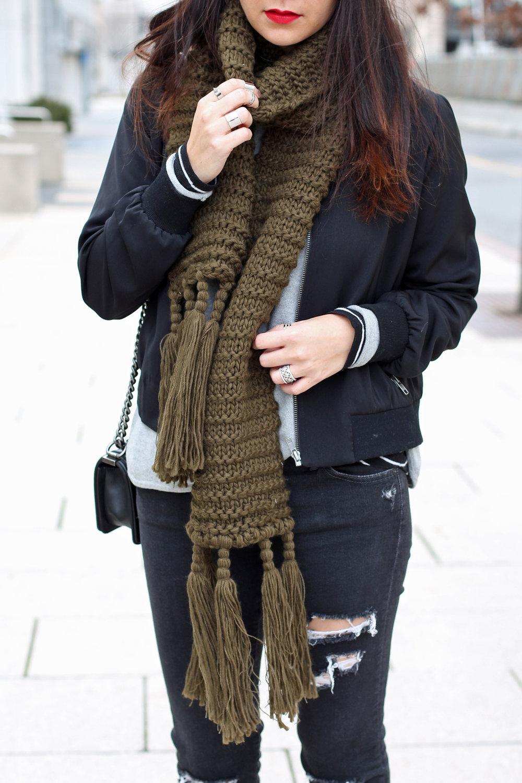 07_HowToStyleAChunkyScarf.jpg