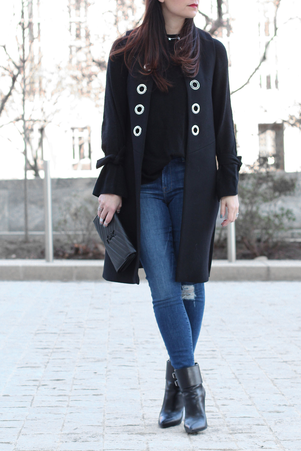 Cute date night outfit, Frame Denim Jeans, Bow Sleeve Sweater