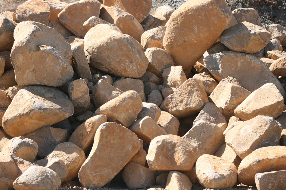 Landscape Rock - Golden Boulders   BEAUTIFUL!!! COUNTLESS SHAPES AND SIZES   $35/ton*    *does not include machine loading fees