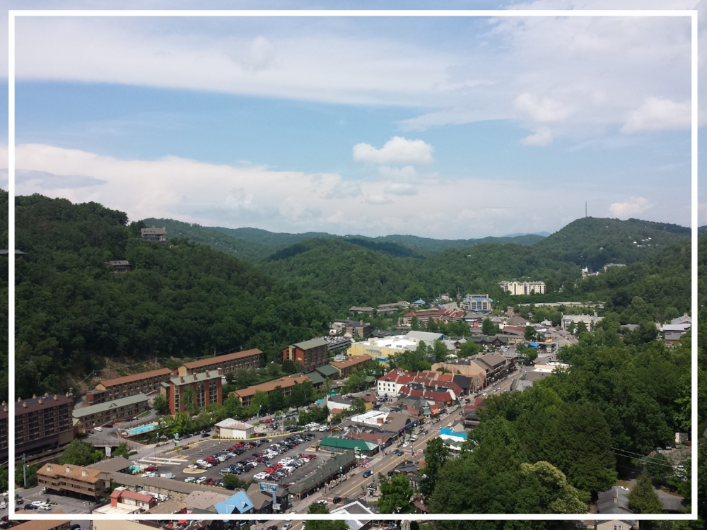 Gatlinburg, Tennessee by Zaakirah Nayyar | Romantic Vacations