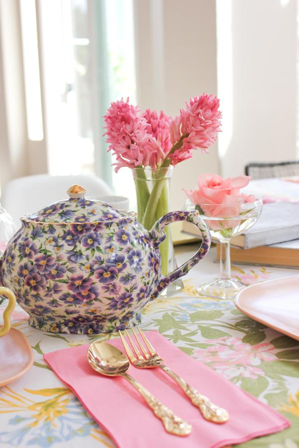harpers_tea_party_vintage_teapot_9.jpg