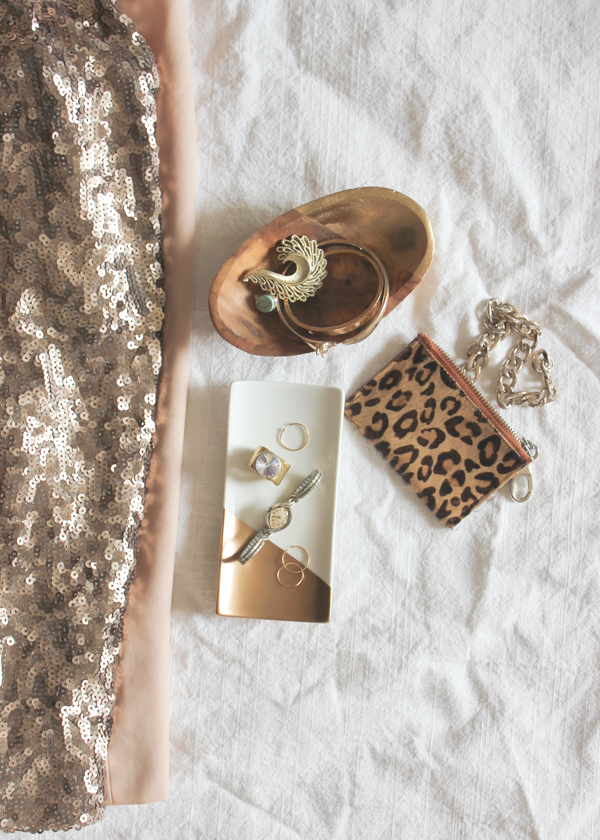 diy-dipped-gold-jewelry-tray-1.png