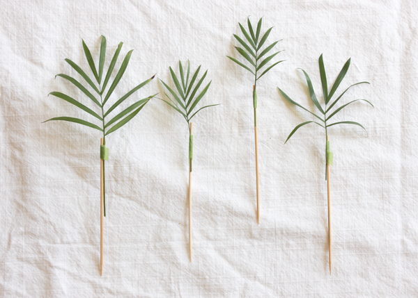 Palm-Frond-Drink-Stirrer-DIY-2.png