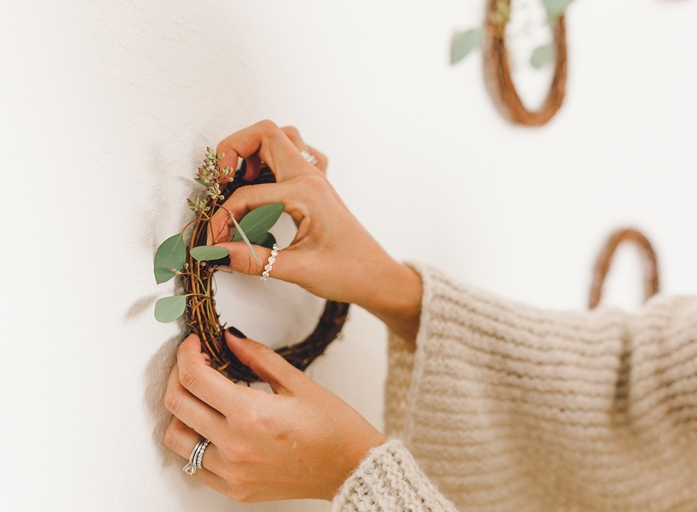 Holiday wreath decor diy | A Fabulous Fete