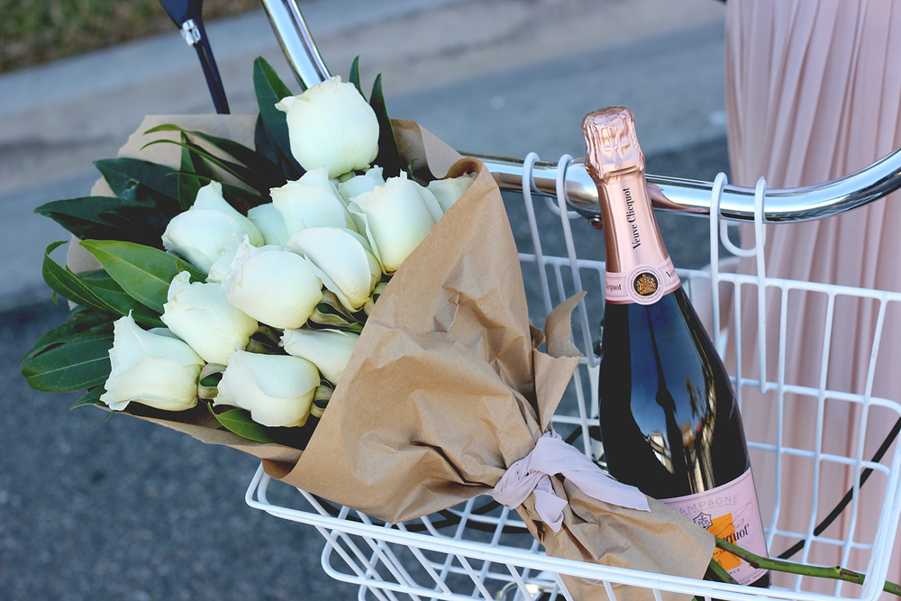 Champagne and roses | A Fabulous Fete