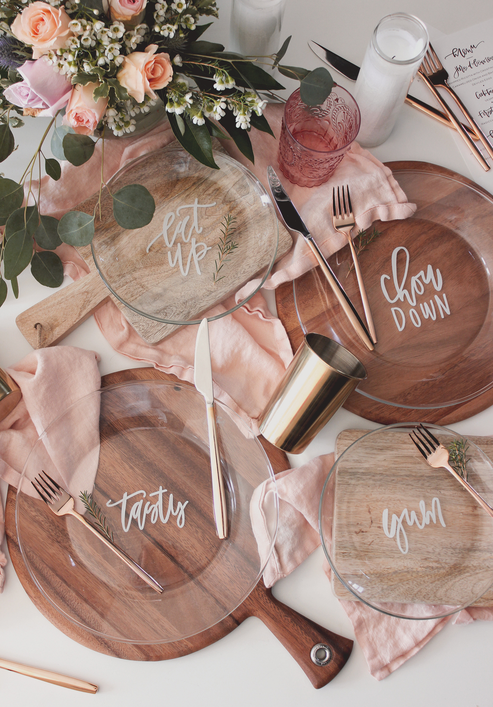Hand lettered dinner plate DIY | A Fabulous Fete
