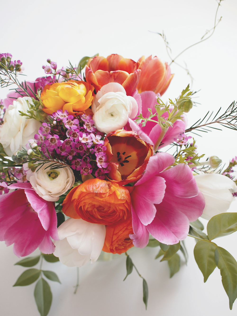 Spring flower arrangement made from grocery store blooms | A Fabulous Fete