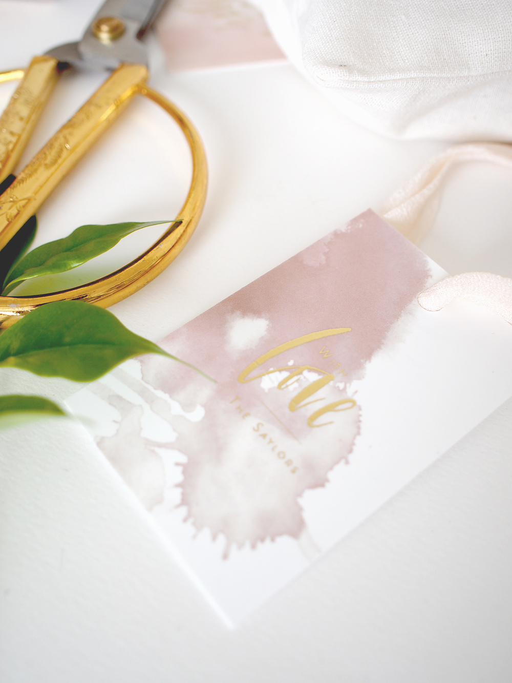 Custom gift tags with gold foil for wedding favors or gifts | A Fabulous Fete