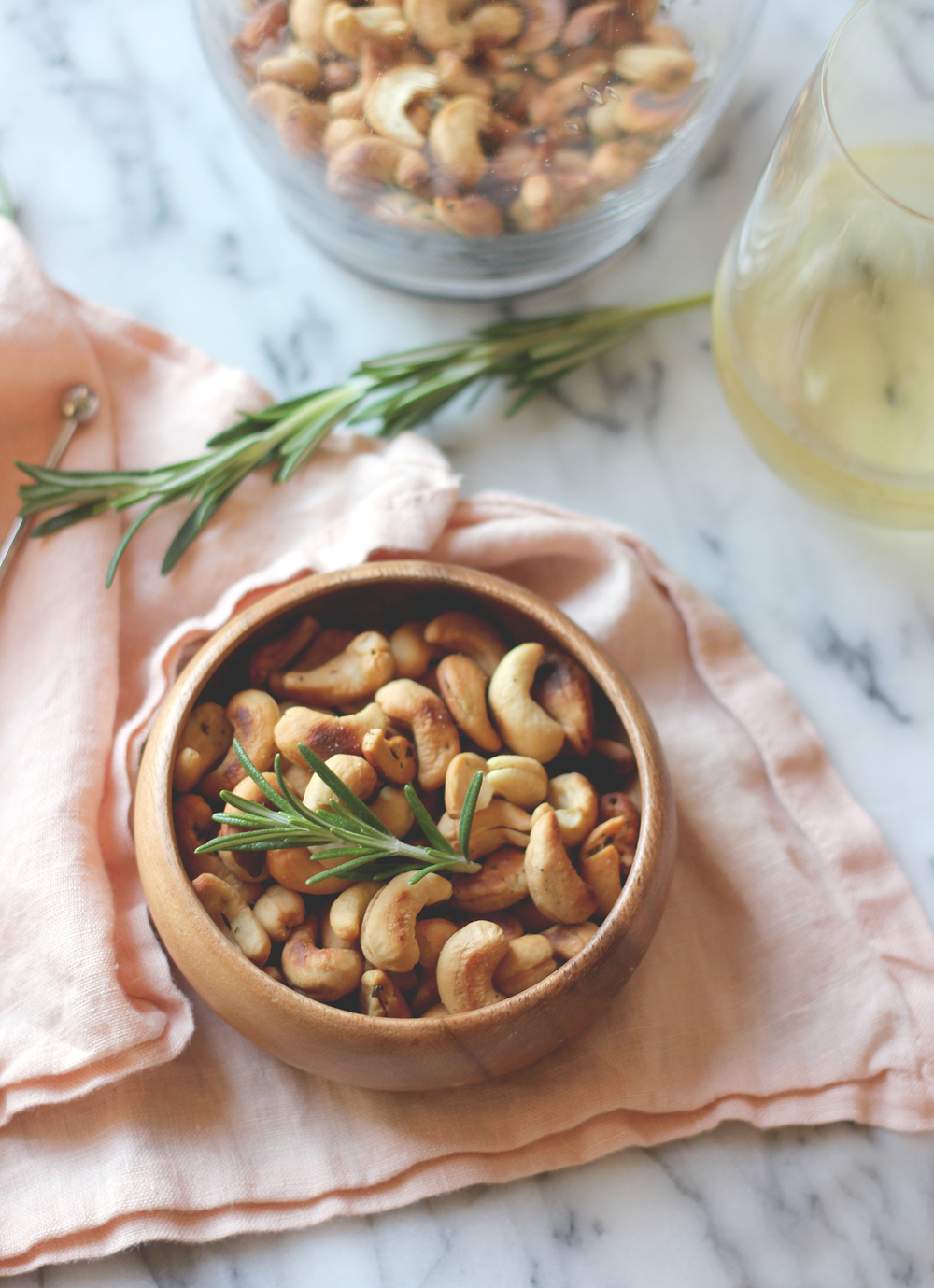 Homemade rosemary cashews, simple recipe to try this weekend! | A Fabulous fete