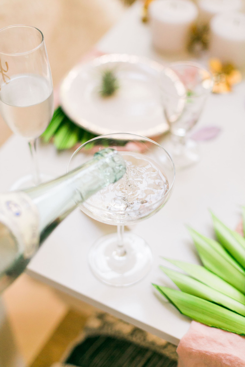 Keep your rehearsal dinner simple (pizza and champagne!) but chic with gorgeous tableware | A Fabulous Fete
