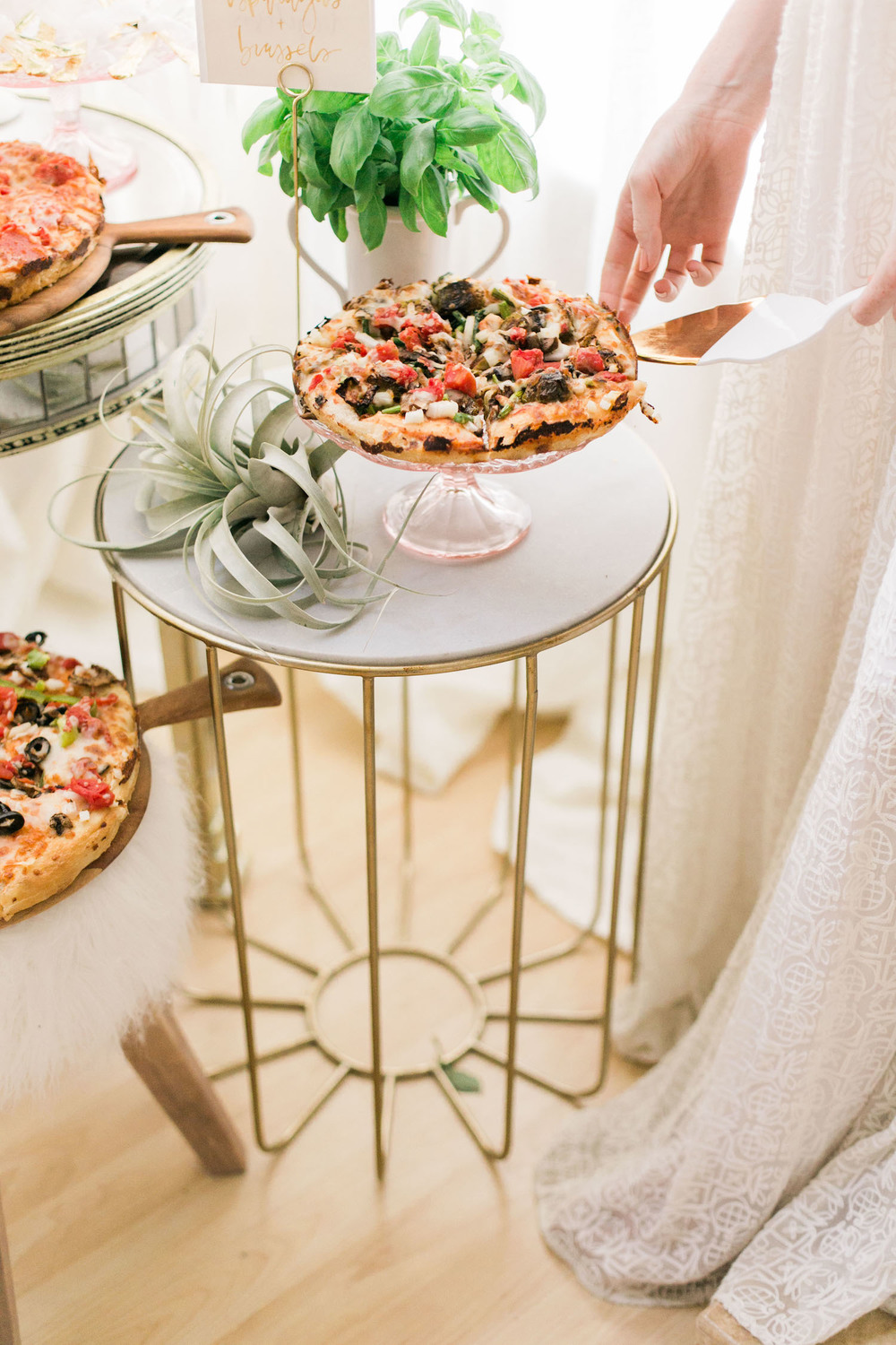 Cake servers double as a way to fancy up your pizza bar | A Fabulous Fete