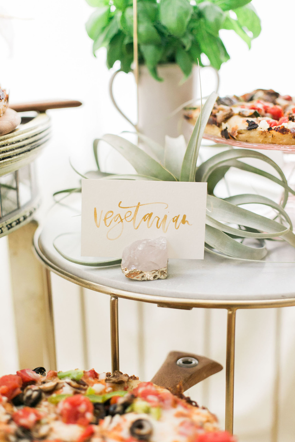 Gold watercolor signage for a pizza night | A Fabulous Fete