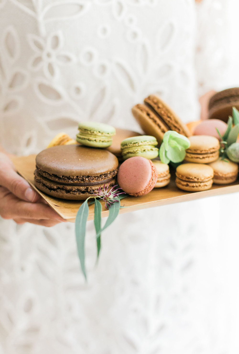 Macarons stacked with touches of flowers are a simple way to DIY dessert for your dinner party | A Fabulous Fete