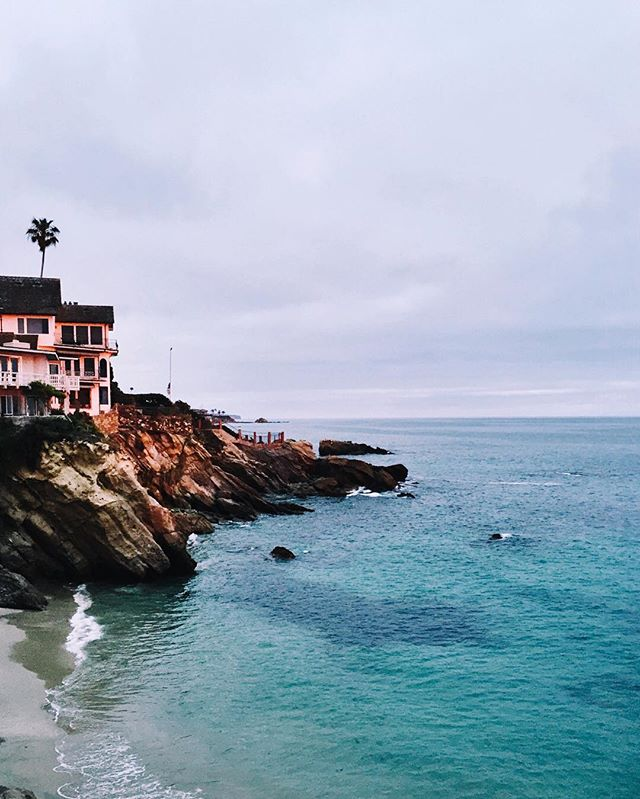 Laguna Beach cliffs at sunset | A Fabulous Fete