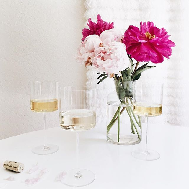 Wine wednesday with peonies | A Fabulous Fete