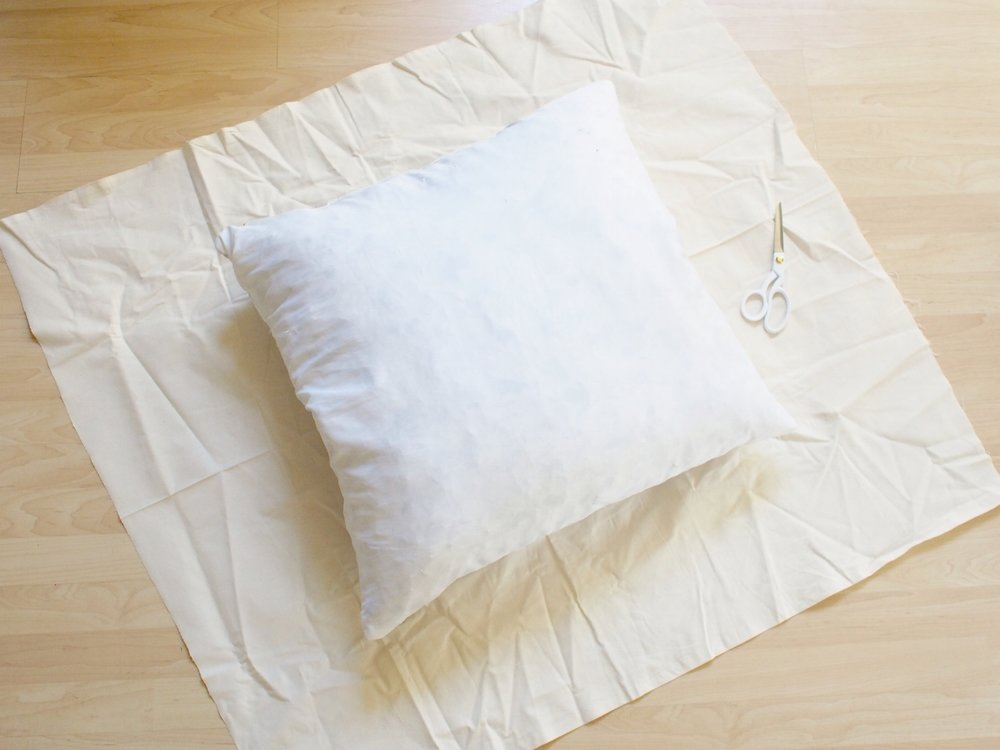 How to create a no sew floor pillow | A Fabulous Fete