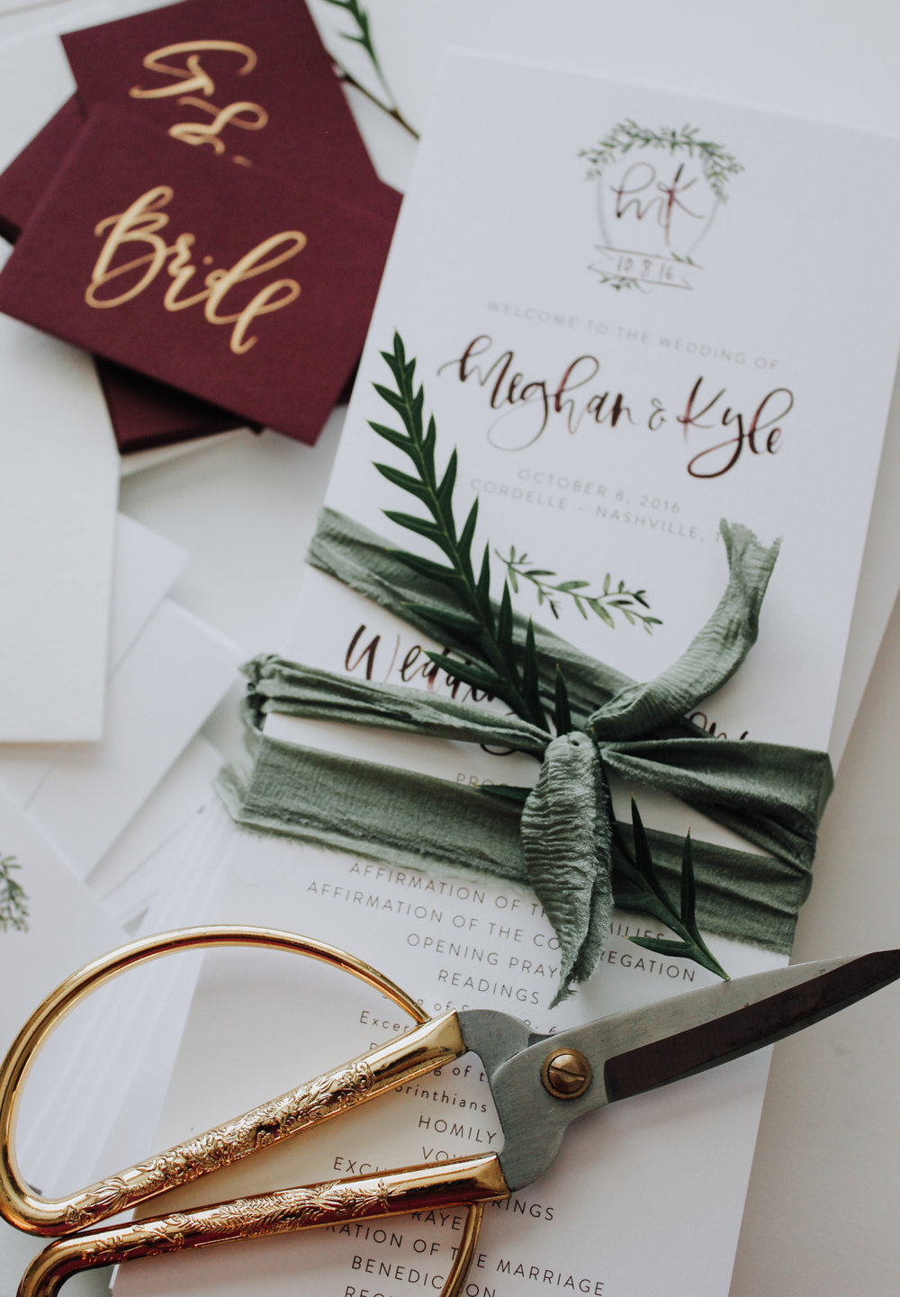 Custom hand lettered and illustrated wedding programs | A Fabulous Fete