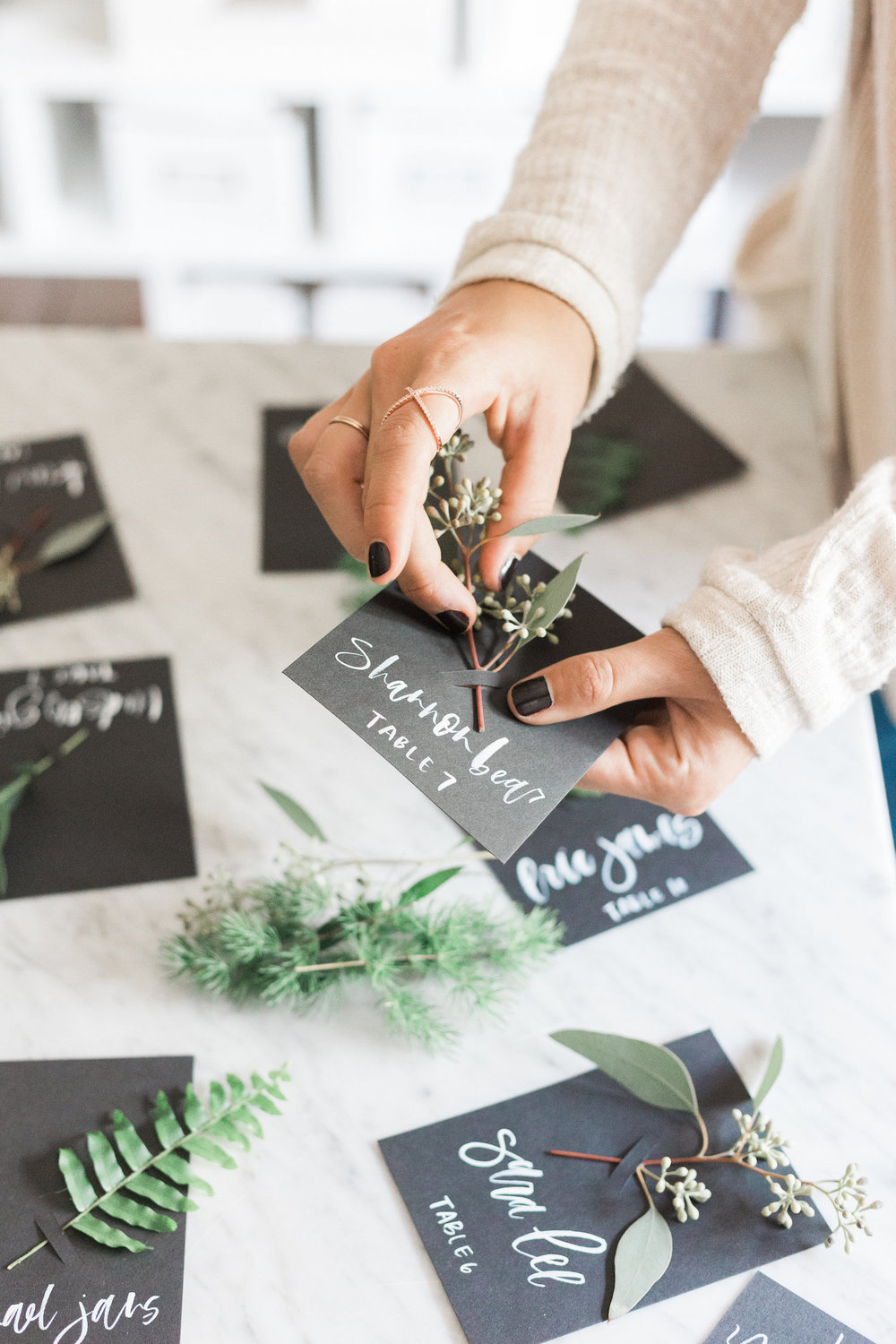 A quick DIY for fresh foliage escort or place cards perfect for fall gatherings | A Fabulous Fete