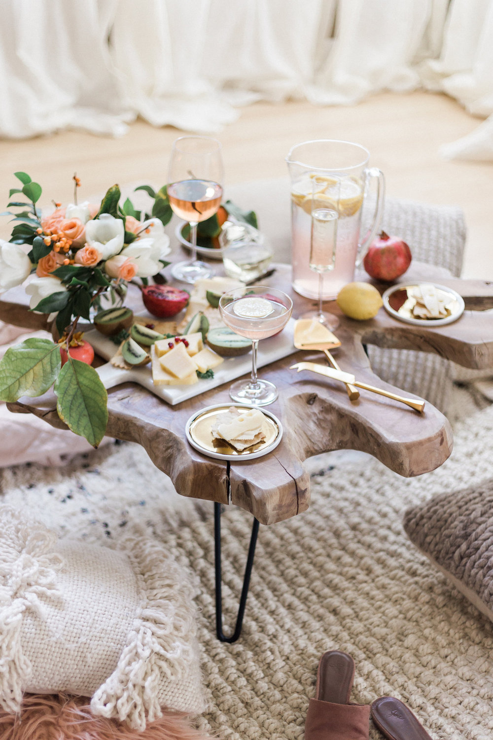 A simple living room picnic with friends | A Fabulous Fete