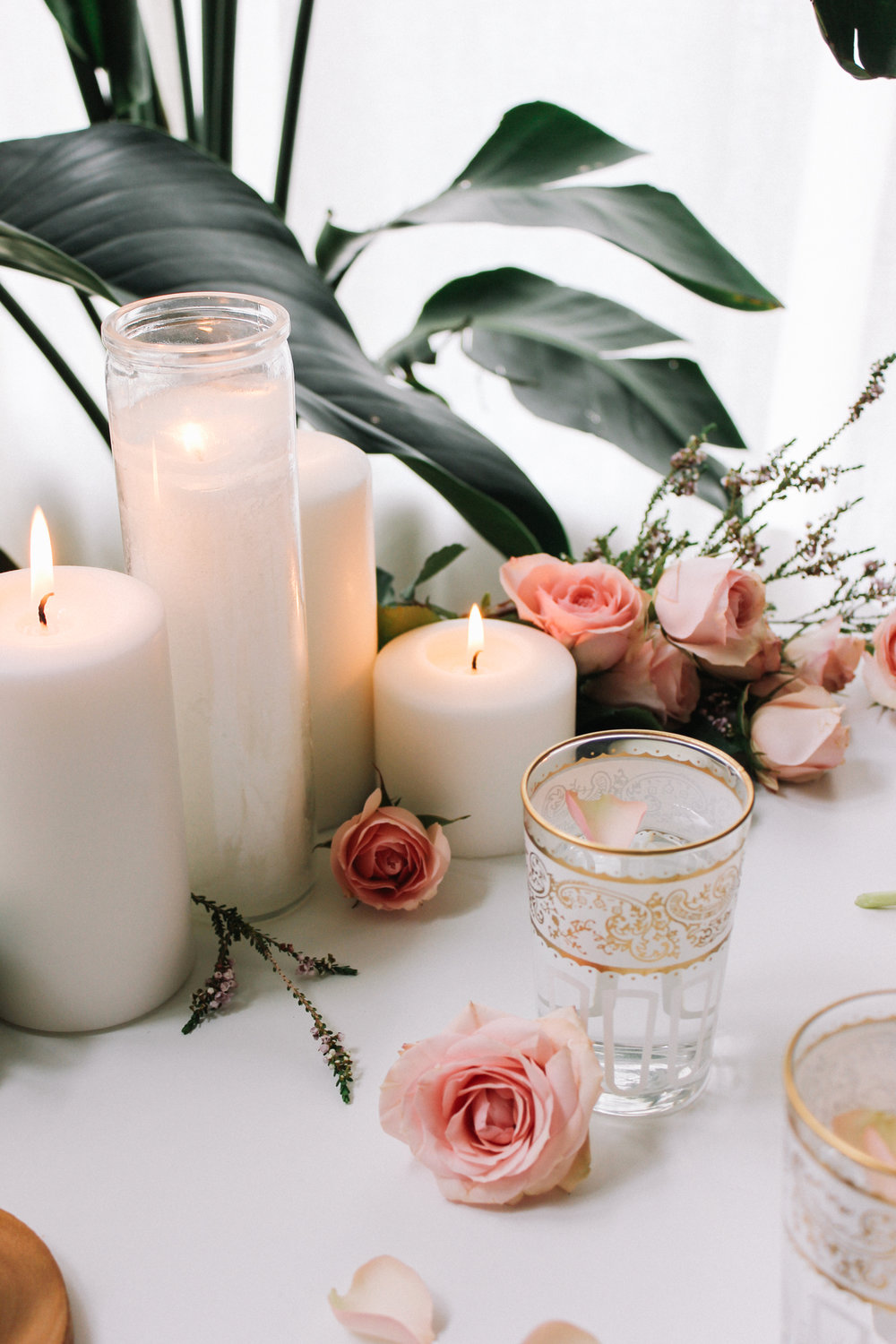 A feminine tabletop perfect for your upcoming Oscar Parties! | A Fabulous Fete