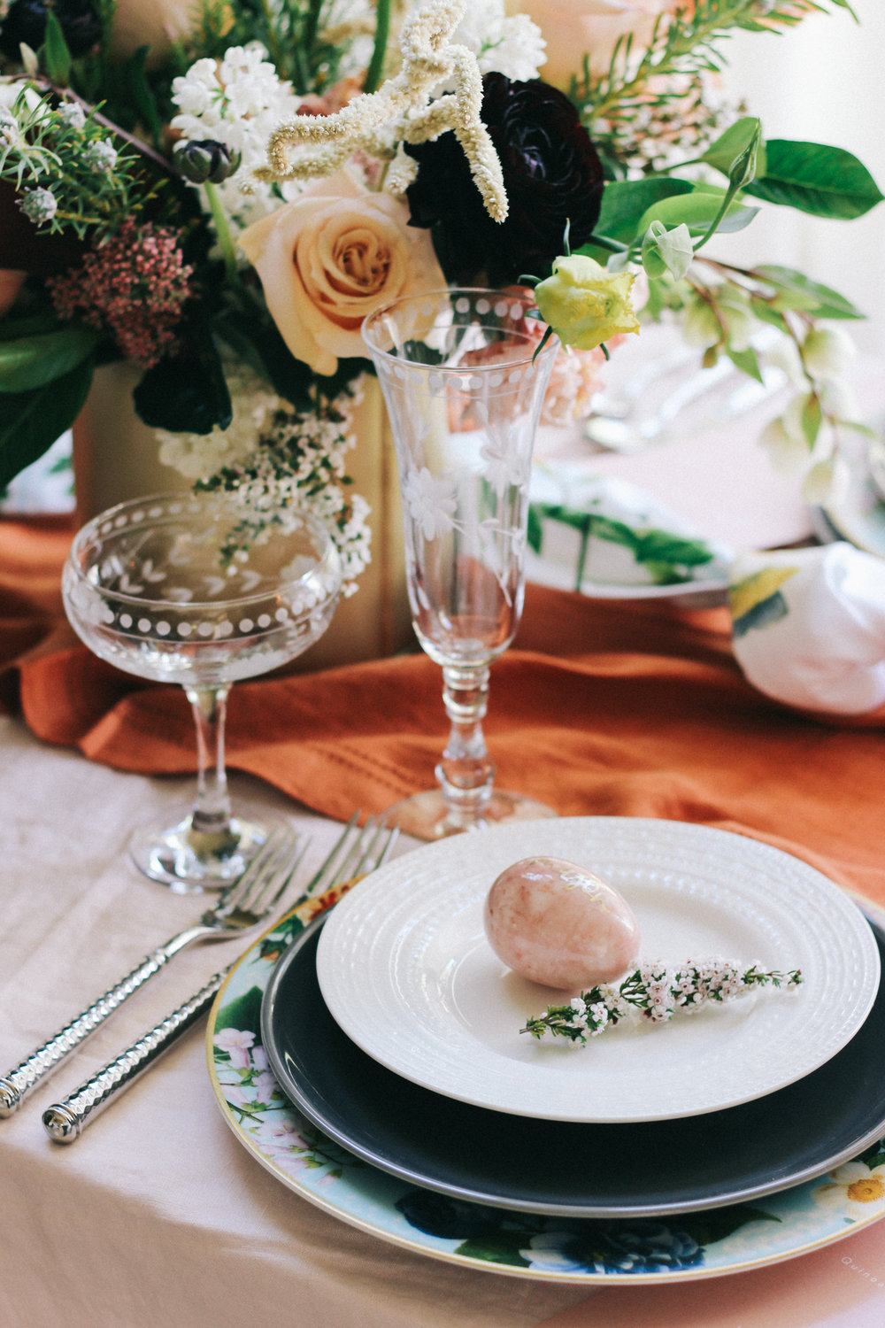 Ideas for an Easter brunch in an unexpected color palette | A Fabulous Fete