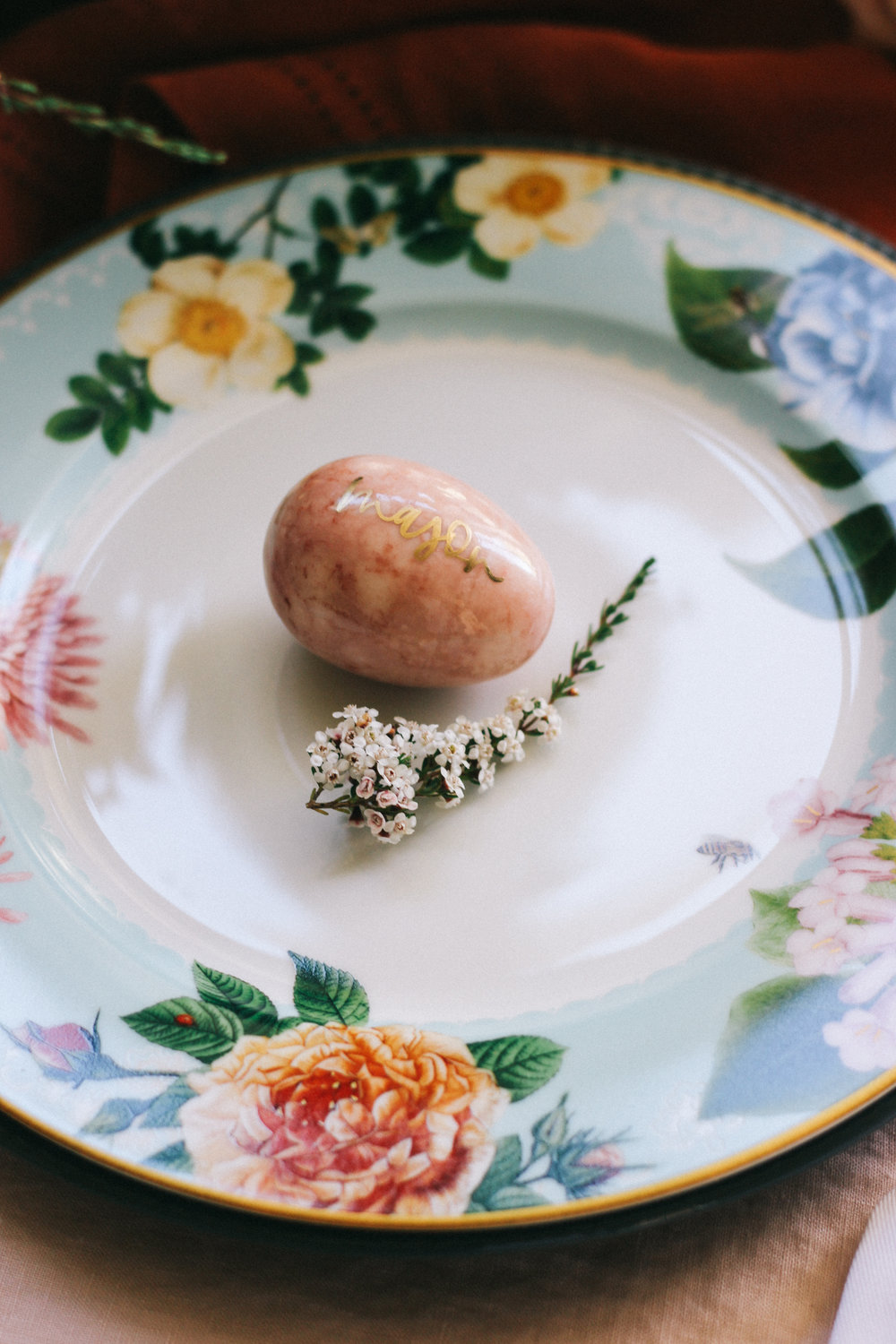 Hand lettered alabaster eggs for place cards | A Fabulous Fete