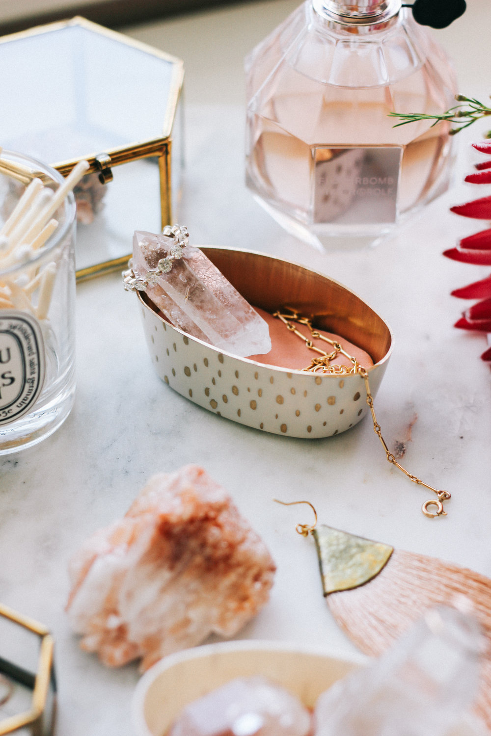 A DIY to keep your dresser organized and your favorite jewelry in sight | A Fabulous Fete